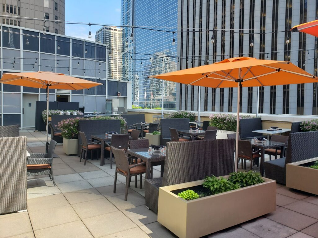 Downtown Chicago Rooftop Bar - Skyline Bar at LSF
